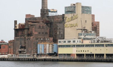 Manhattan-Bootstour: Alte Zuckerfabrik in Brooklyn