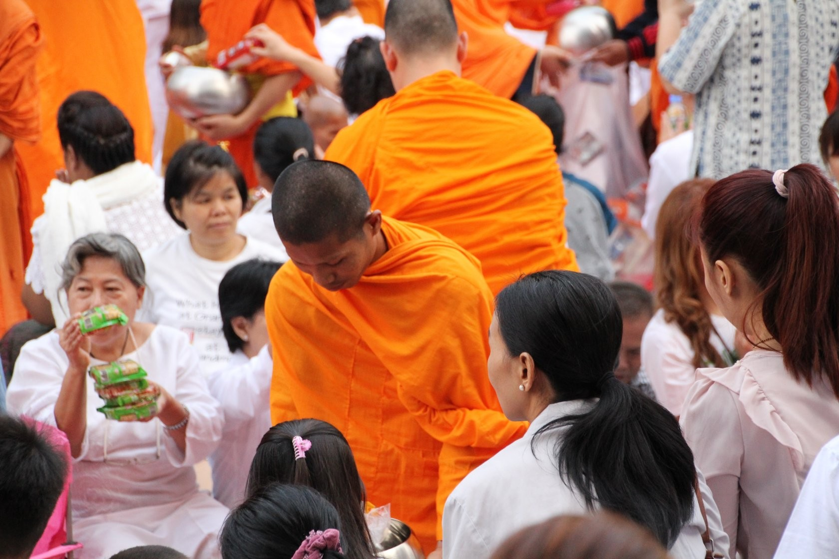 Bangkok - Mass Alms Giving in Thonglor / Sukhumvit Soi 55 XXIV