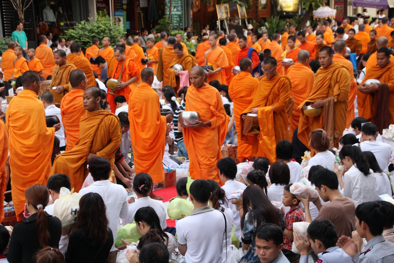 Bangkok - Mass Alms Giving in Thonglor / Sukhumvit Soi 55 XX