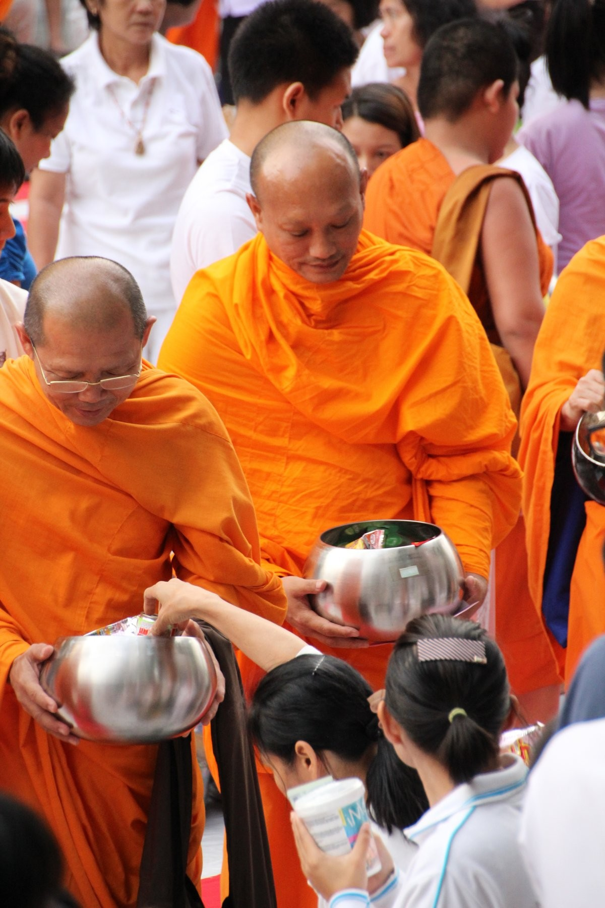 Bangkok - Mass Alms Giving in Thonglor / Sukhumvit Soi 55 XLII
