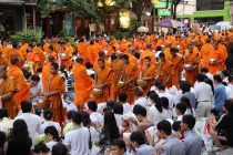Bangkok - Mass Alms Giving in Thonglor / Sukhumvit Soi 55 XXI