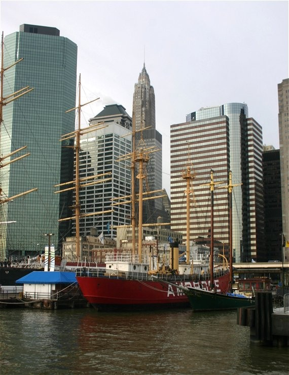Downtown mit South Street Seaport I