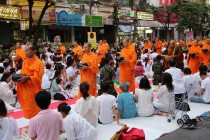 Bangkok - Mass Alms Giving in Thonglor / Sukhumvit Soi 55 VII