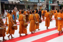 Bangkok - Mass Alms Giving in Thonglor / Sukhumvit Soi 55 LI