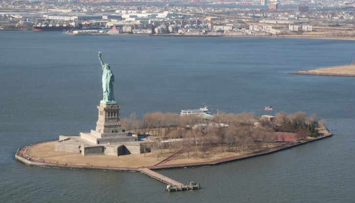 Heli-Flug in NYC: Statue of Liberty I