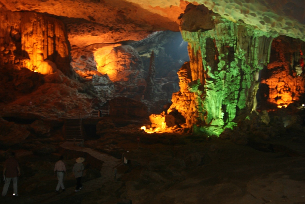 Ha Long Bay - Hang Sung Sot / Surprise Cave VI