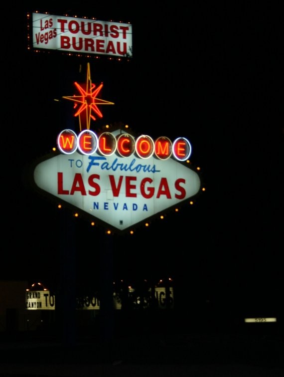 Nachttrip - Welcome to Fabulous Las Vegas Sign