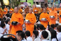 Bangkok - Mass Alms Giving in Thonglor / Sukhumvit Soi 55 XIV