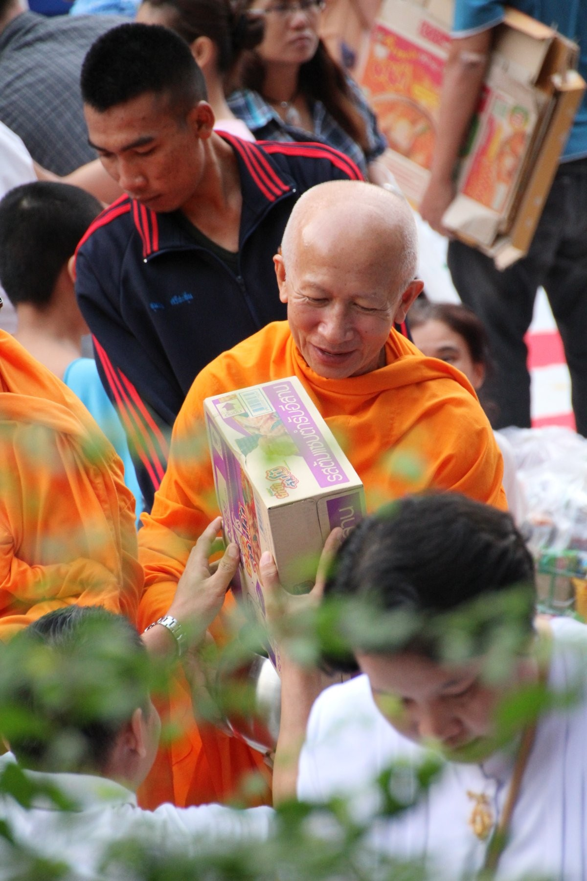 Bangkok - Mass Alms Giving in Thonglor / Sukhumvit Soi 55 XLI