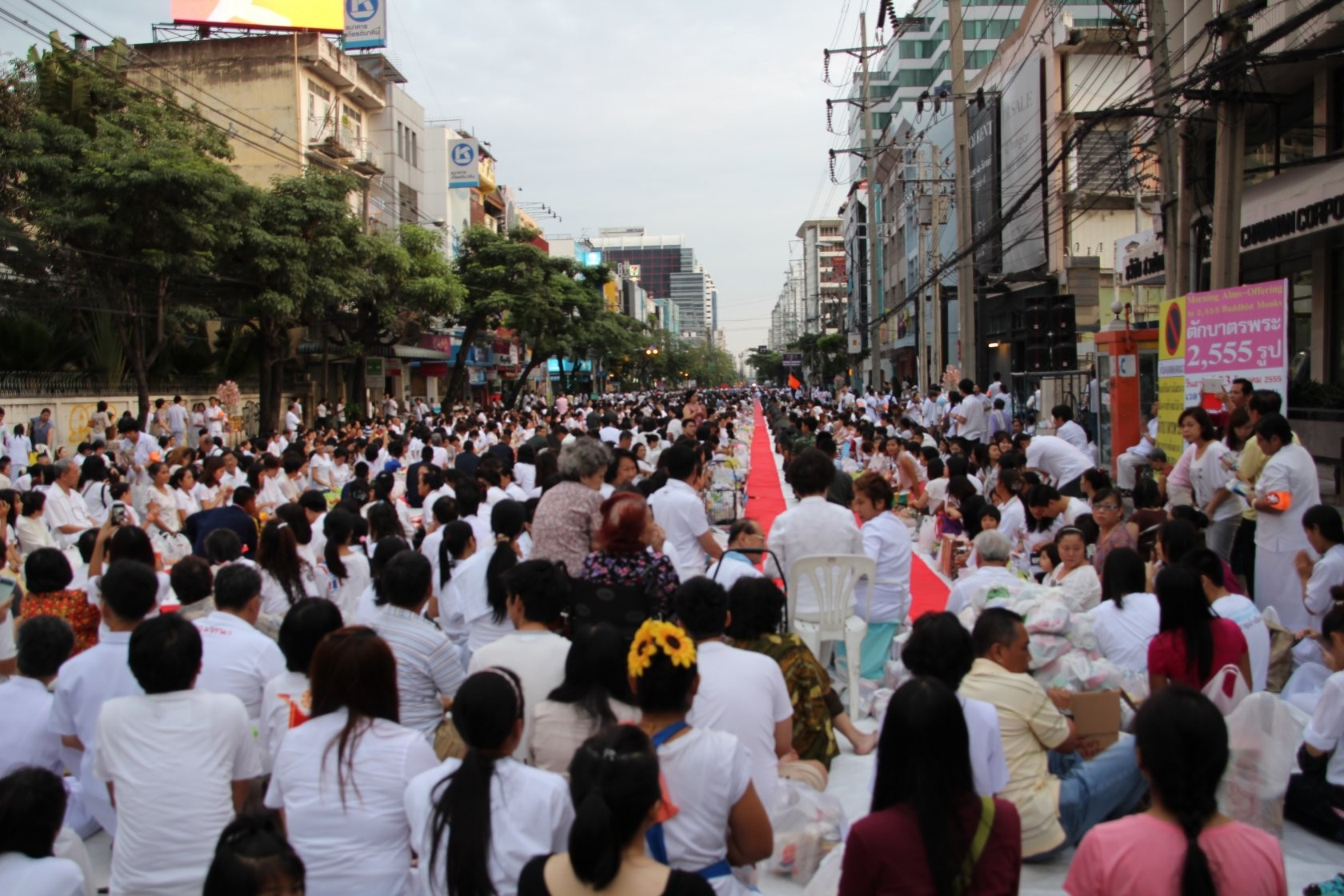 Bangkok - Mass Alms Giving in Thonglor / Sukhumvit Soi 55 II