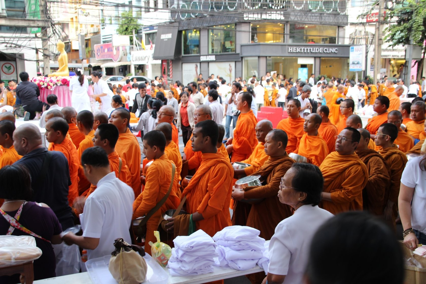 Bangkok - Mass Alms Giving in Thonglor / Sukhumvit Soi 55 XXX