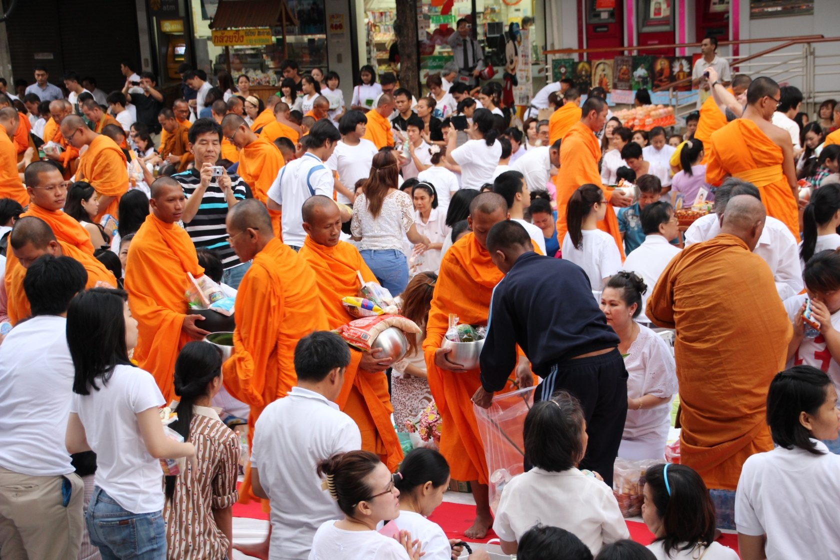 Bangkok - Mass Alms Giving in Thonglor / Sukhumvit Soi 55 XXII